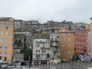 1811 musste Bastia unter Napoleon den Hauptstadttitel an Ajacchio abgeben - mancherorts sieht es so aus, als wäre danach nichts mehr gemacht worden