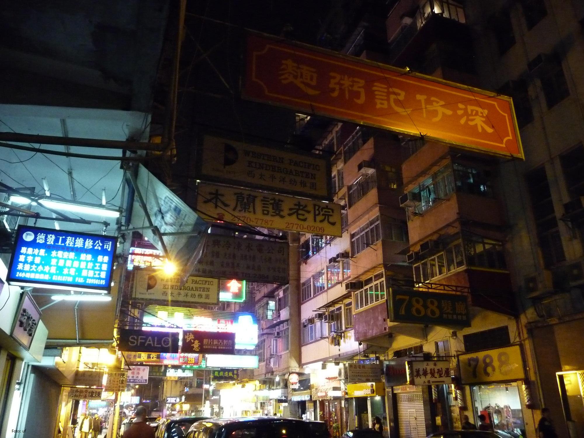 Nachts in Kowloon unterwegs