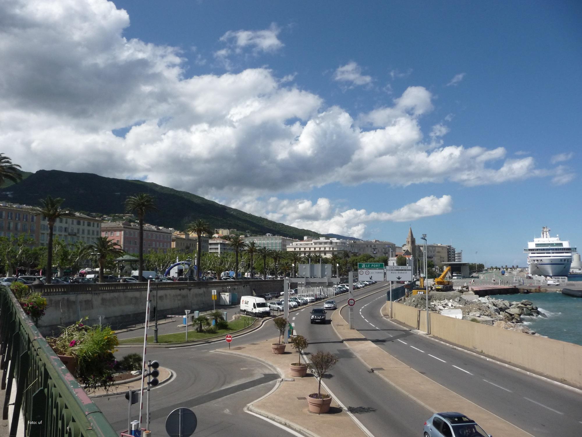 Blick zum Hafen von Bastia