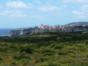 Toller Blick auf Bonifacio auf dem Weg zum Leuchtturm von Pertusato