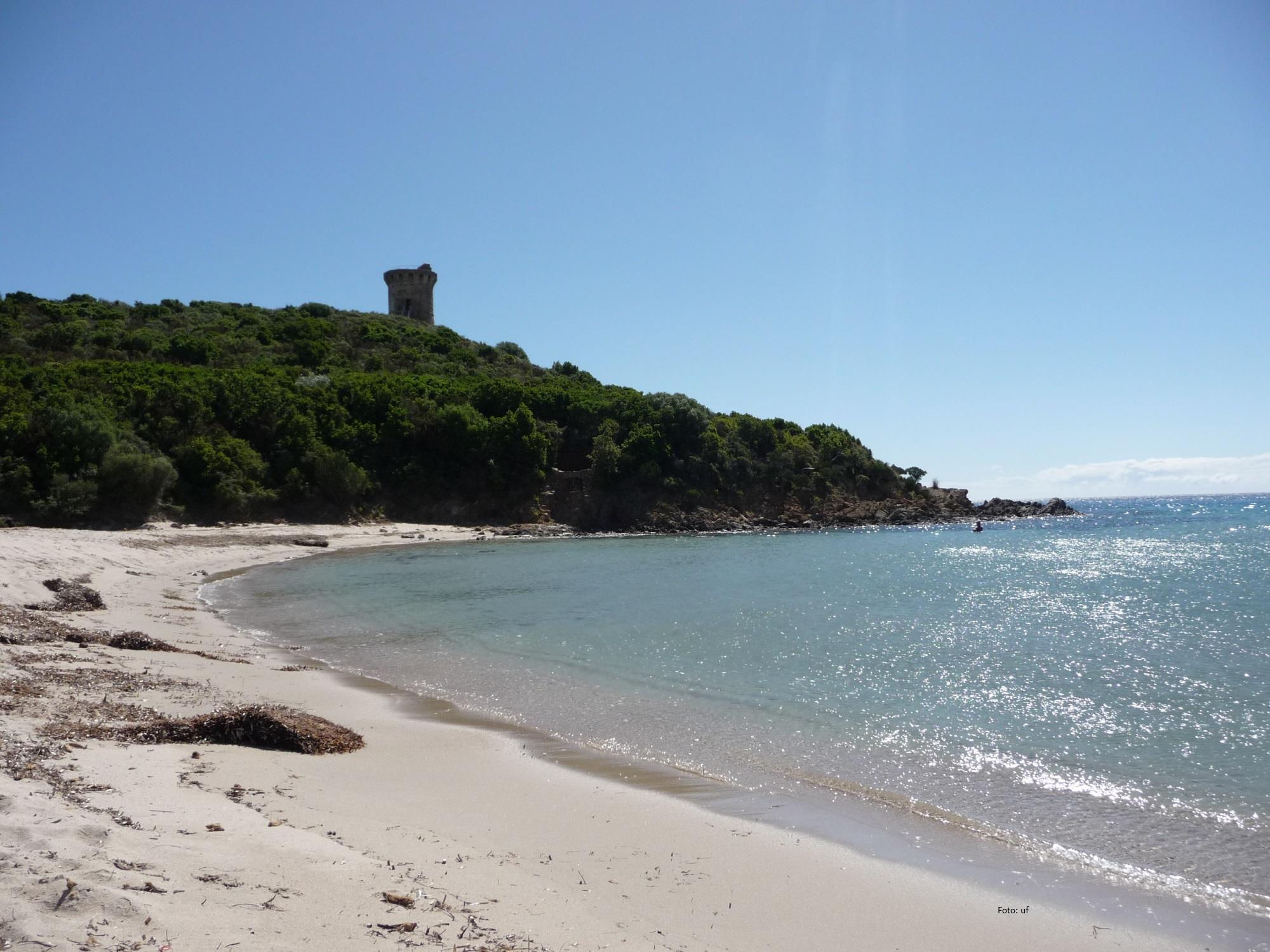 Wachtürme aus dem 16. und 17. Jh. reien sich an Korsikas Küsten