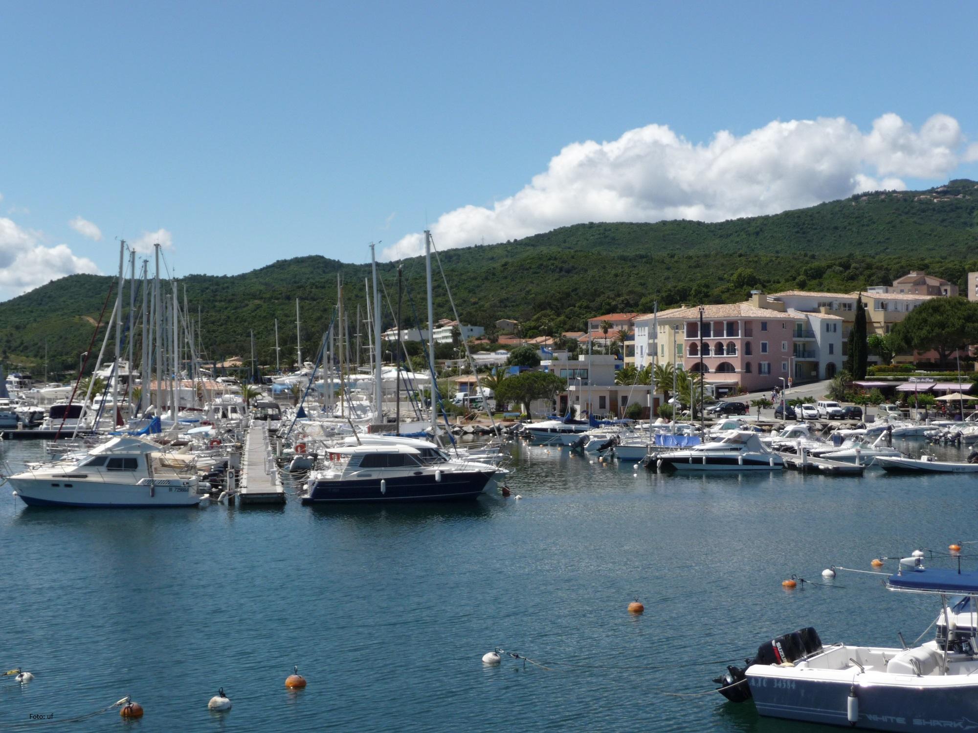 Schöner angelegter Hafen in Solenzara - sehen und gesehen werden