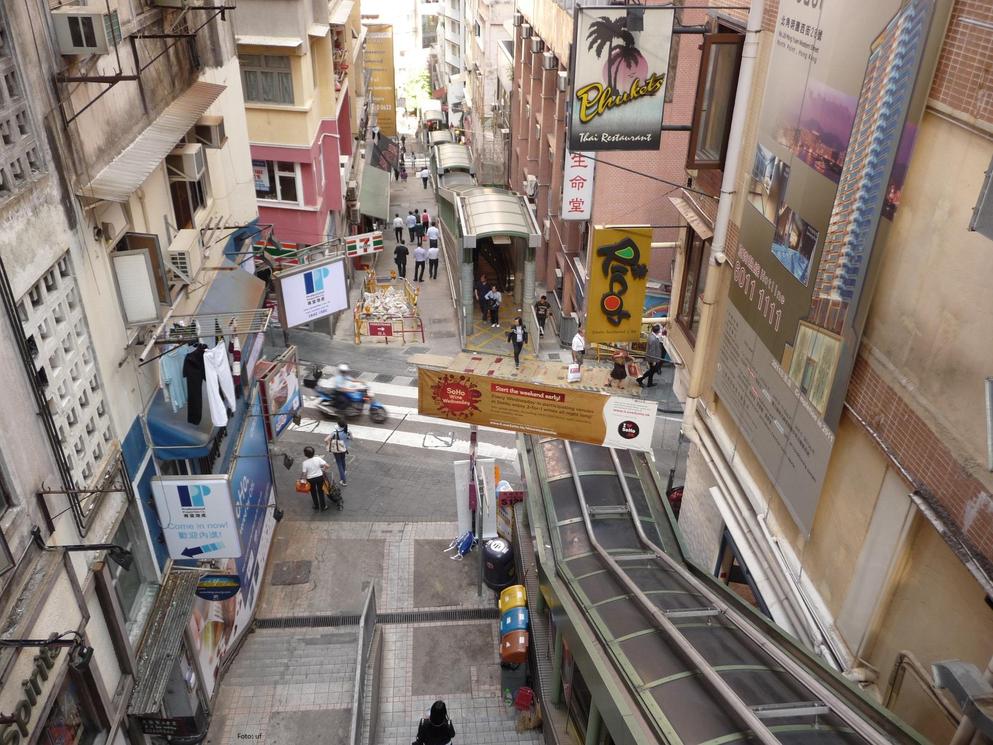 Escalator Hong Kong Island - Reihe von Rolltreppen im Viertel Mid-Levels