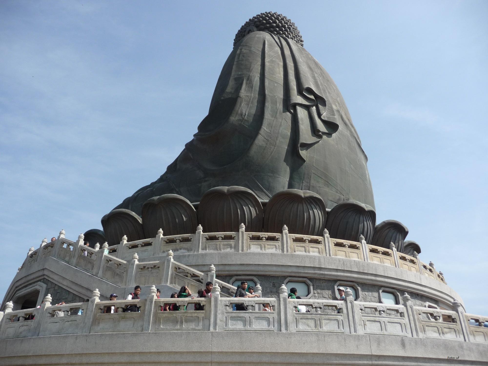Der Bigg Buddha ruht auf einem Lotosthron