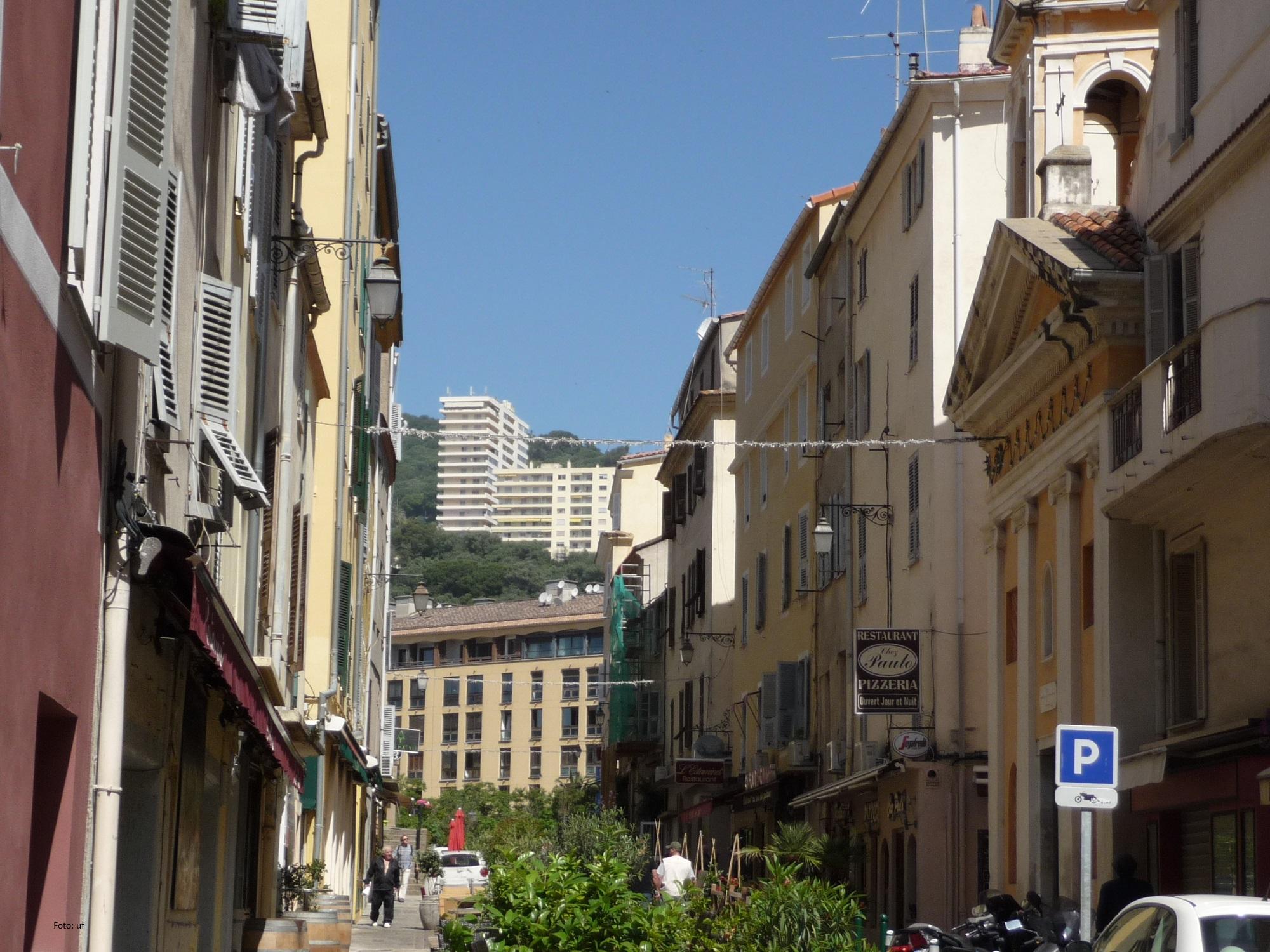Ajaccio ist eine Mischung aus alter und neurer Architektur