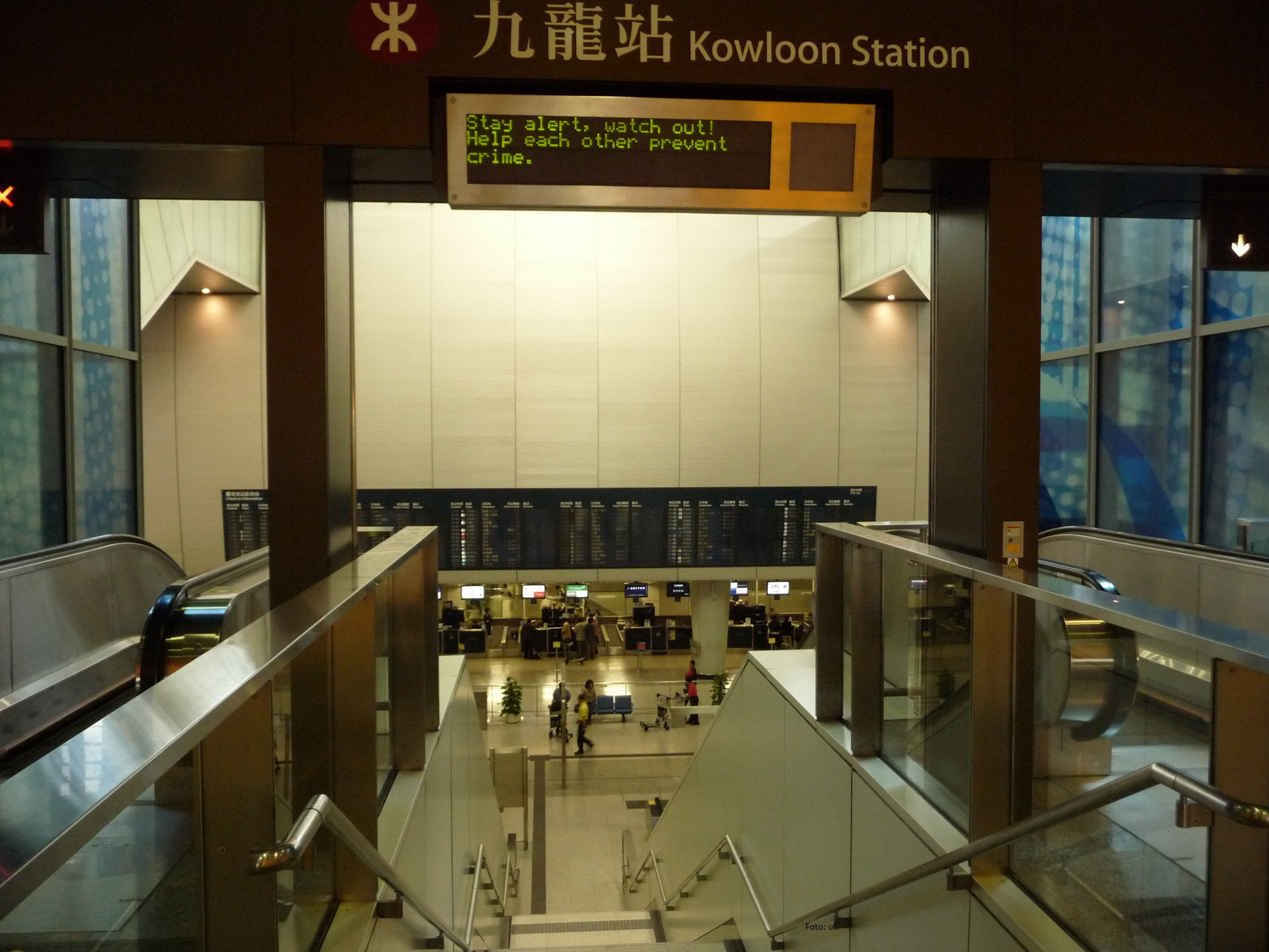 U-Bahn-Station Kowloon Station, hier fährt der Airportexpress und Sie haben schon eine Check in-Möglichkeit für Flüge