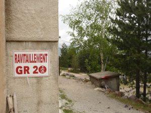 Immer wieder kreuzt man den GR 20 Wanderweg