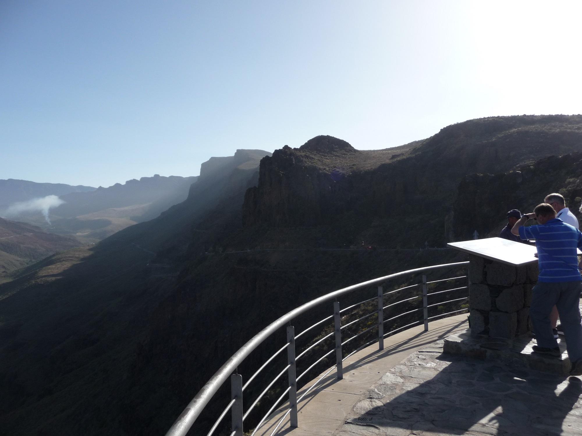 Auf Gran Canaria sind gute Aussichtspunkte für ungefährliche Foto-Stopps gebaut.