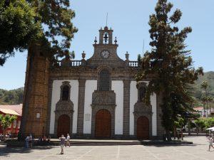 Blick von vorn auf die Basilica de Nuestra Senora del Pino