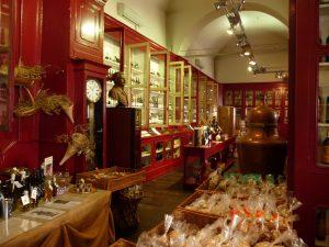 Bastia L. N. Mattei - Traditionsgeschäft, im Angebot: Spezialitäten der Insel
