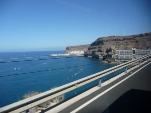 In der Ferne zeigt sich das ansprechende Puerto de Mogàn.