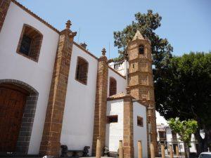 Der achteckige Glockenturm an der Wallfahrtskirche in Teror