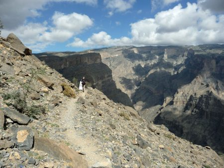 Wanderung am Jebel Shams, dem höchsten Berg im Oman (3009 m).