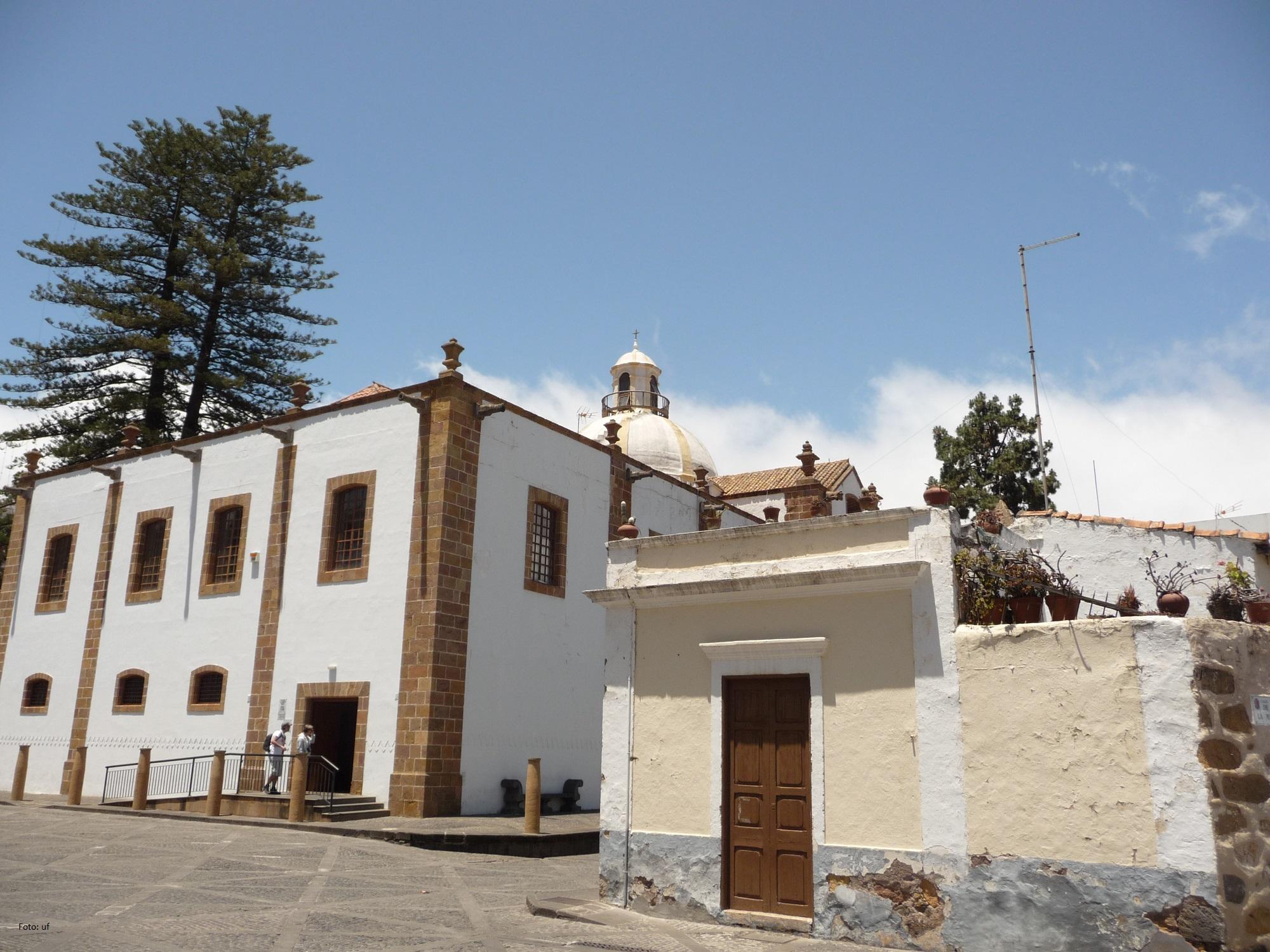 Die Kuppel der Iglesia Nuestra Senora del Pino (mit einem Außenspar)