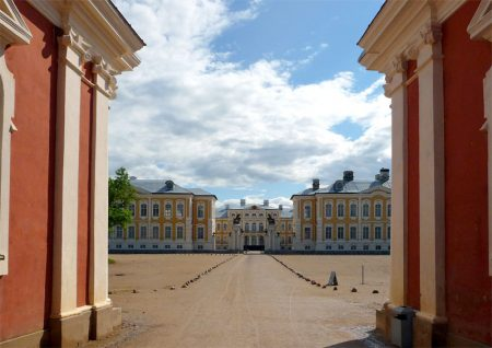 Das Schloss Rundale ist ein prächtiges Barockschloss im Baltikum.
