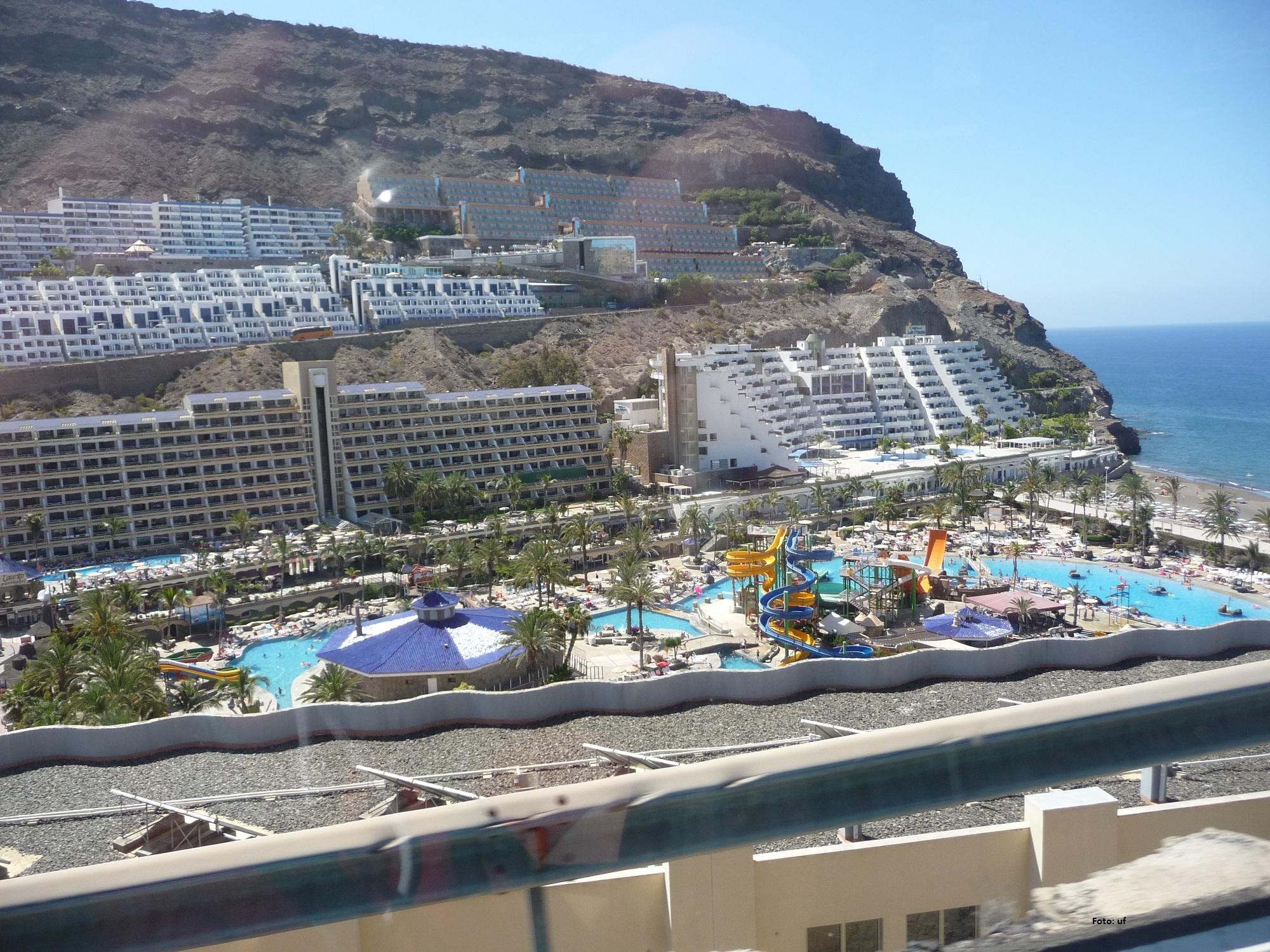 Playa Tauritio - Blick auf den Meerwasser-Aquapark im Paradise Resort
