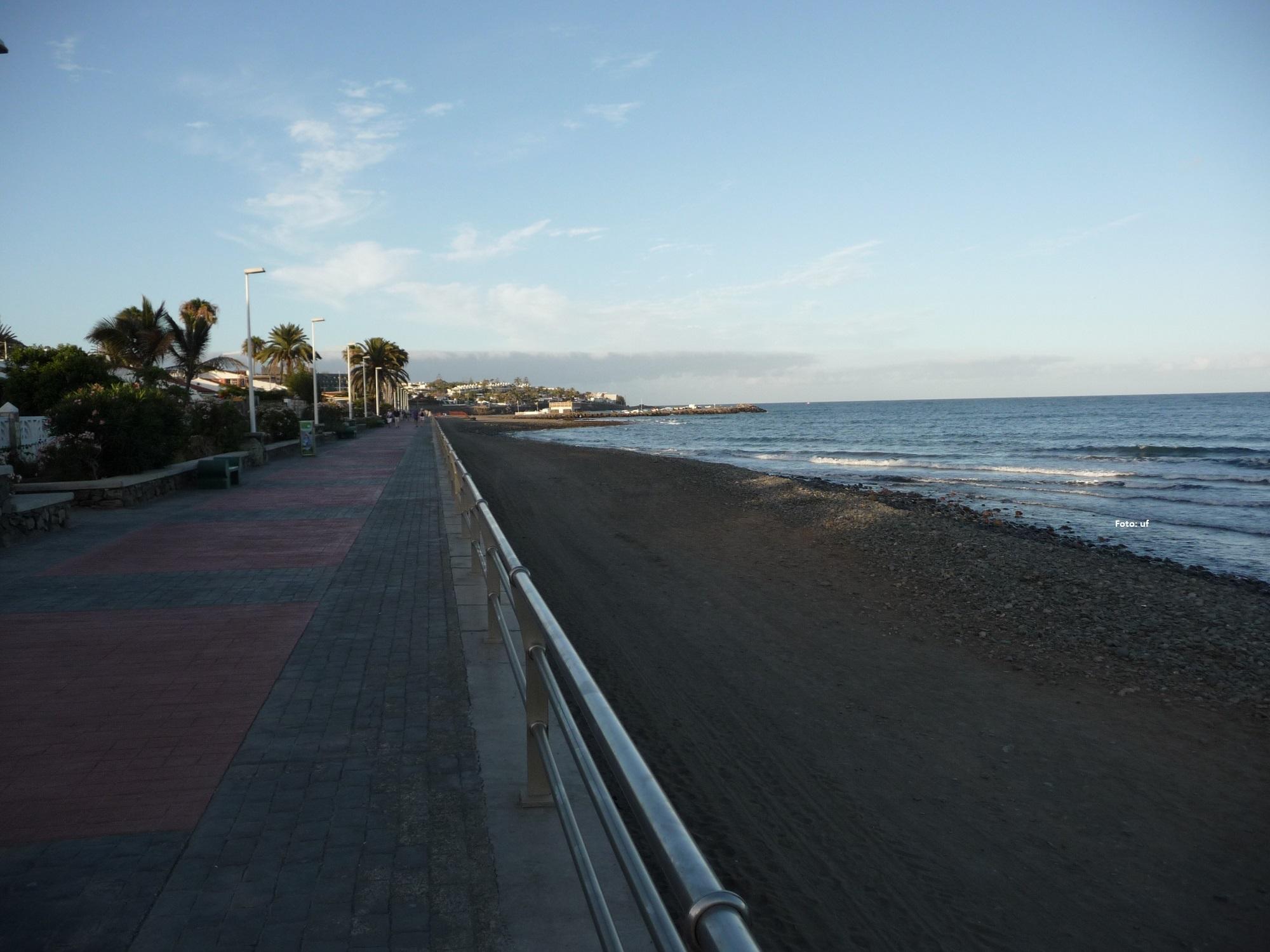 Abends auf der Promenade von Playa del Inglès nach San Augstìn - fast durchgehend.