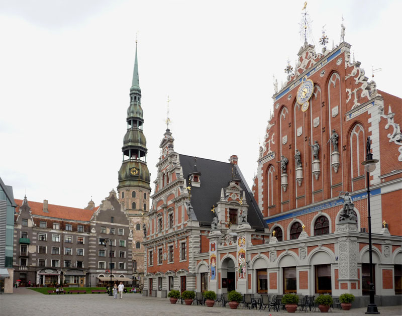 Das Schwarzhäupterhaus auf dem Rathausplatz in Riga (Lettland).