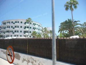 Auch möglich: Urlaub mitten im Zentrum, an der Schnellstraße von Playa del Ingles